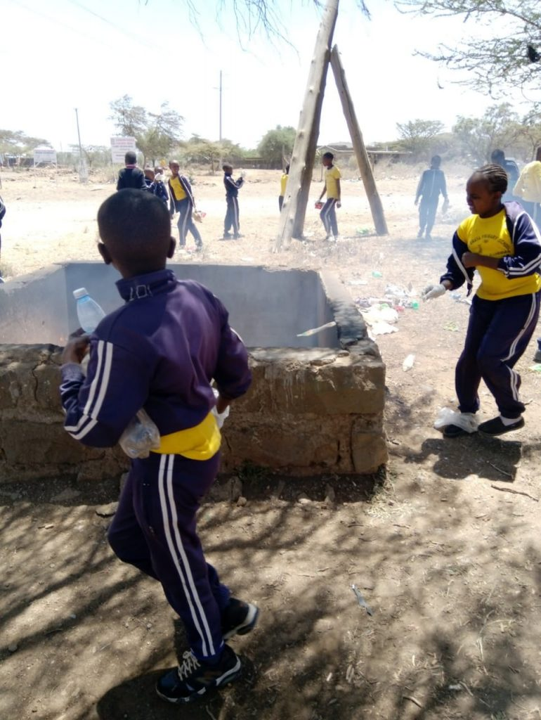 The children collecting and burning rubbish in Kisamis.